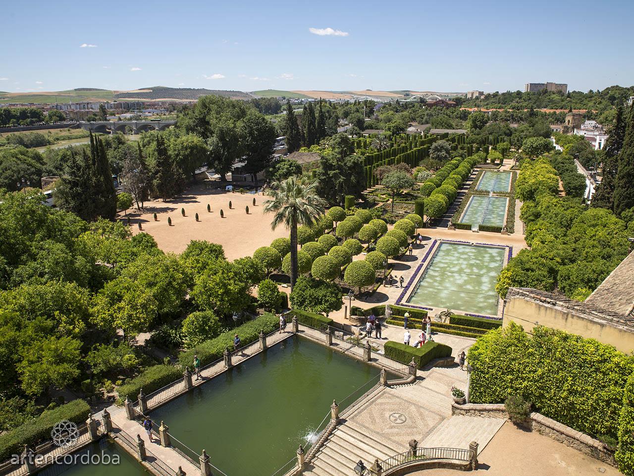 Los Jardines del Alcázar de los Reyes Cristianos vistos desde la torre de los Leones