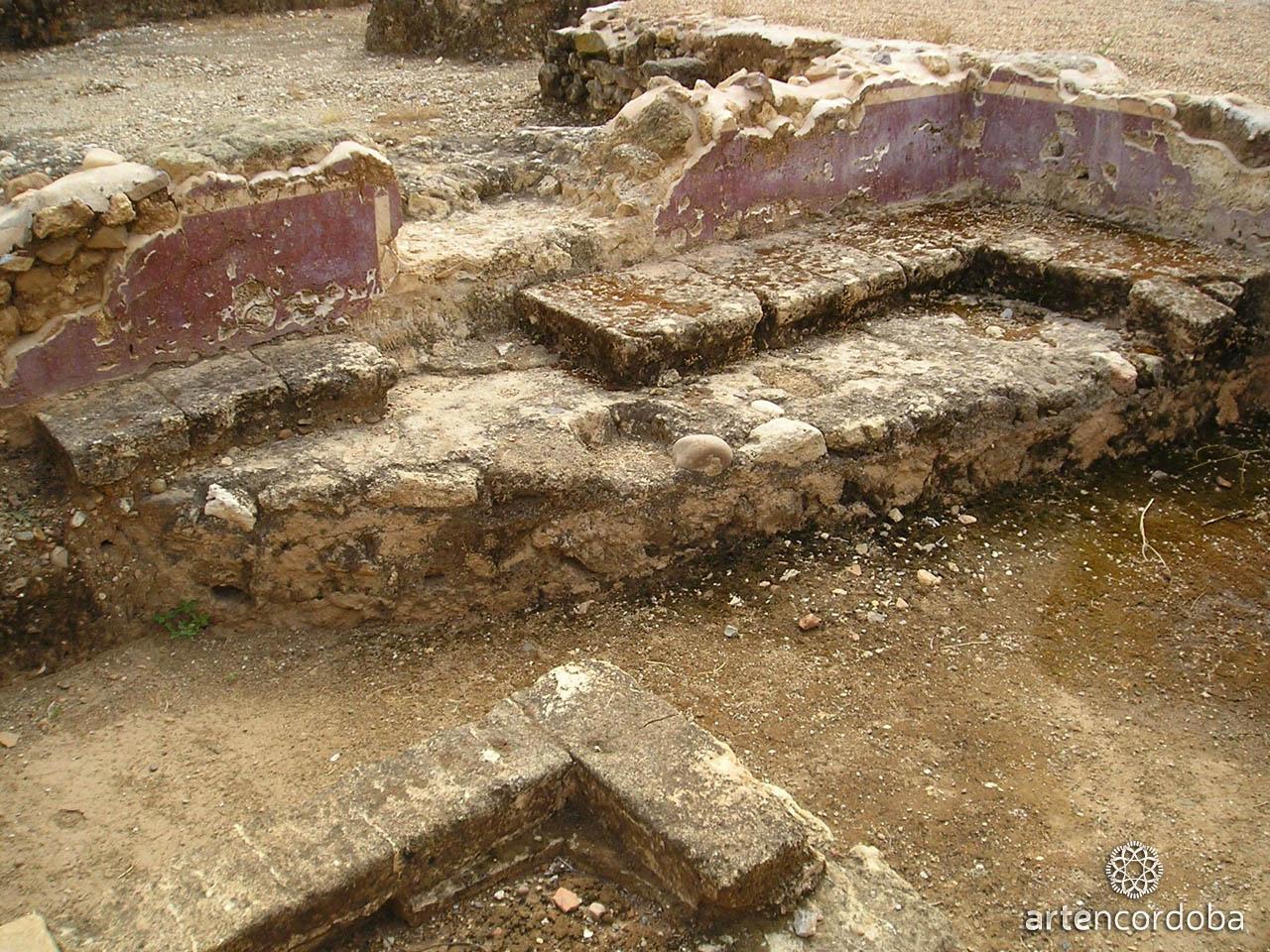 Restos de policromía del Palacio Maximiano Hercúleo en Córdoba
