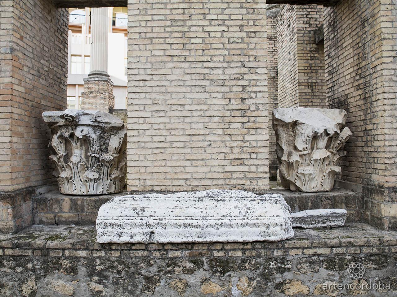 Restos de capiteles del templo romano de la calle Claudio Marcelo, Córdoba