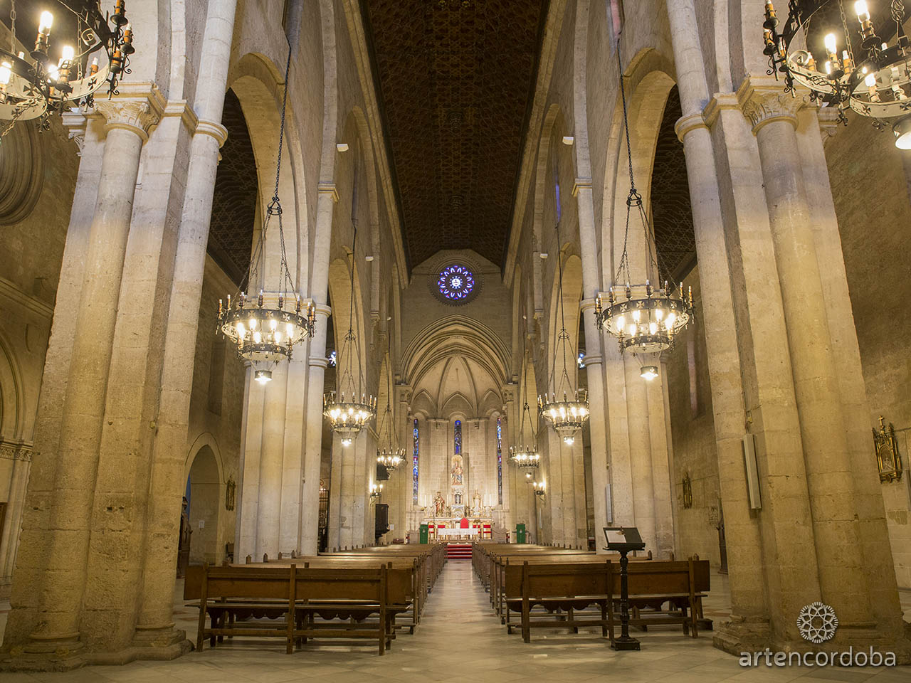 Interior de la Iglesia fernandina de San Pablo en Córdoba