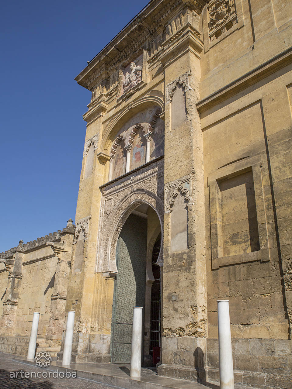 Detalle del primer cuerpo de la Puerta del Perdón en la Mezquita-Catedral de Córdoba