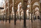 Bosque de columnas en el interior de la Mezquita-Catedral de Córdoba