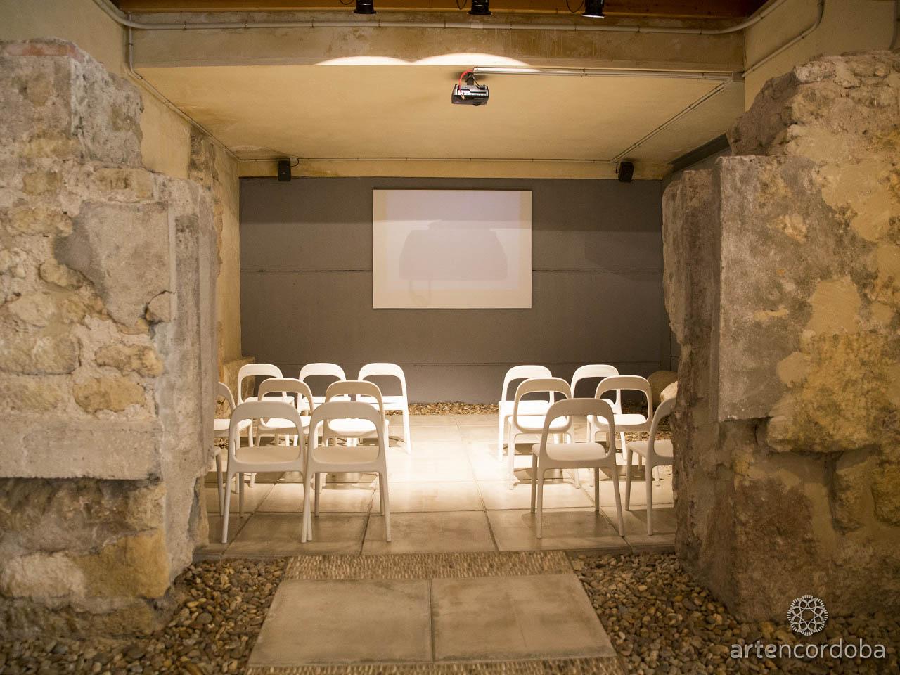 Sala de Audiovisuales de los Baños Árabes del Alcázar Califal (Baños Califales) de Córdoba
