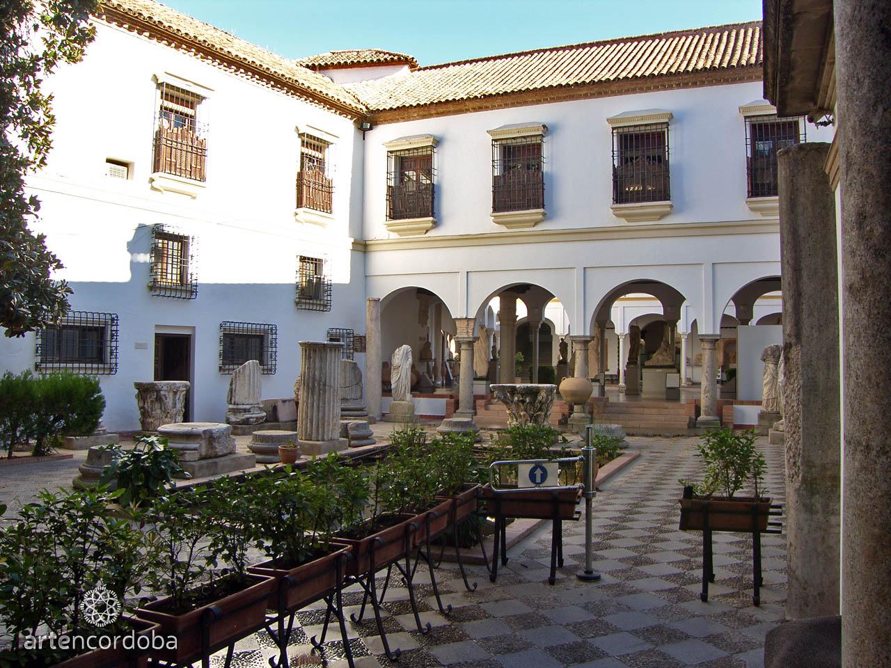Detalle de uno de los patios del museo arqueólogico de Córdoba