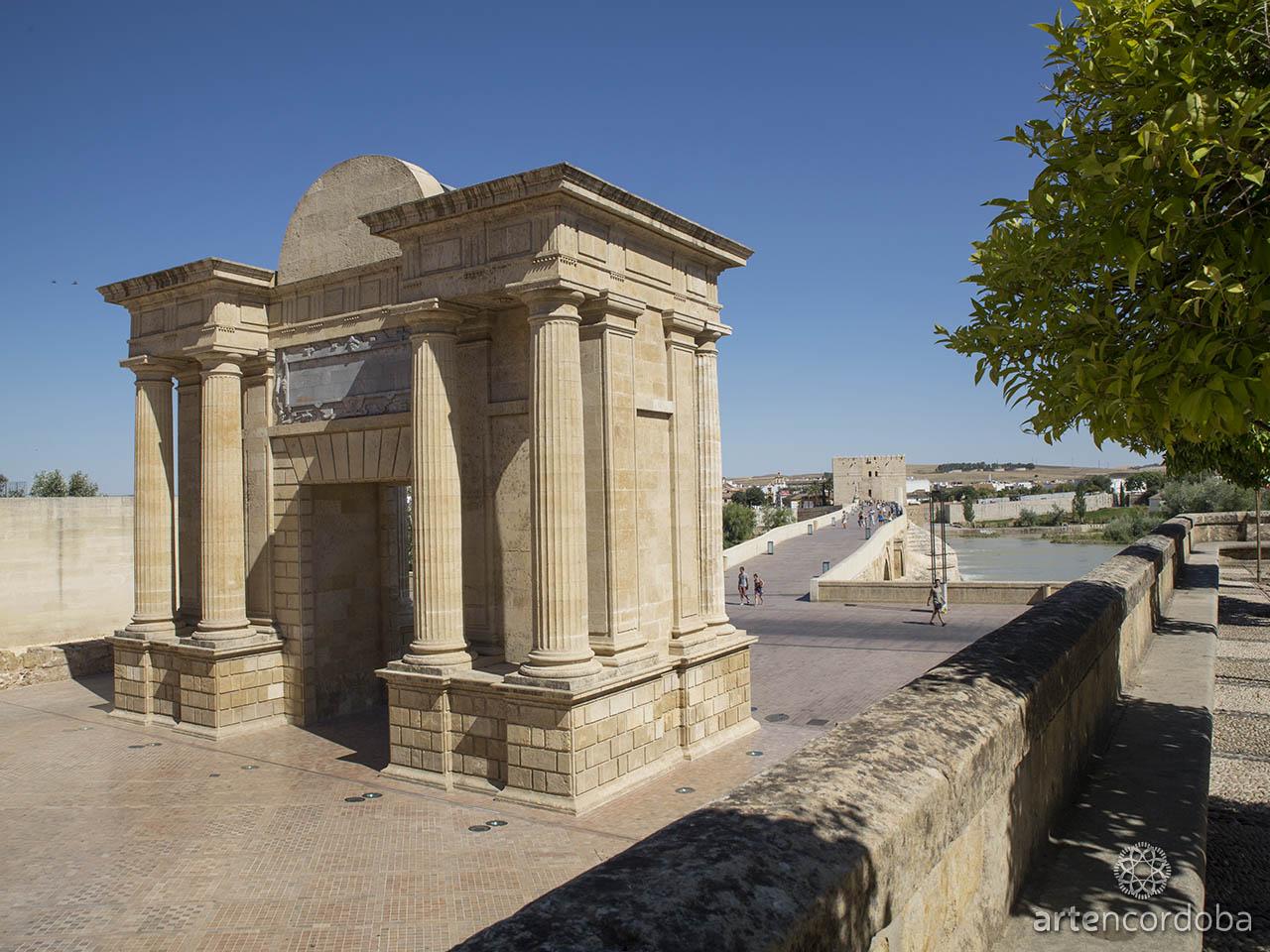 La Puerta del Puente Romano de Córdoba vista desde el norte