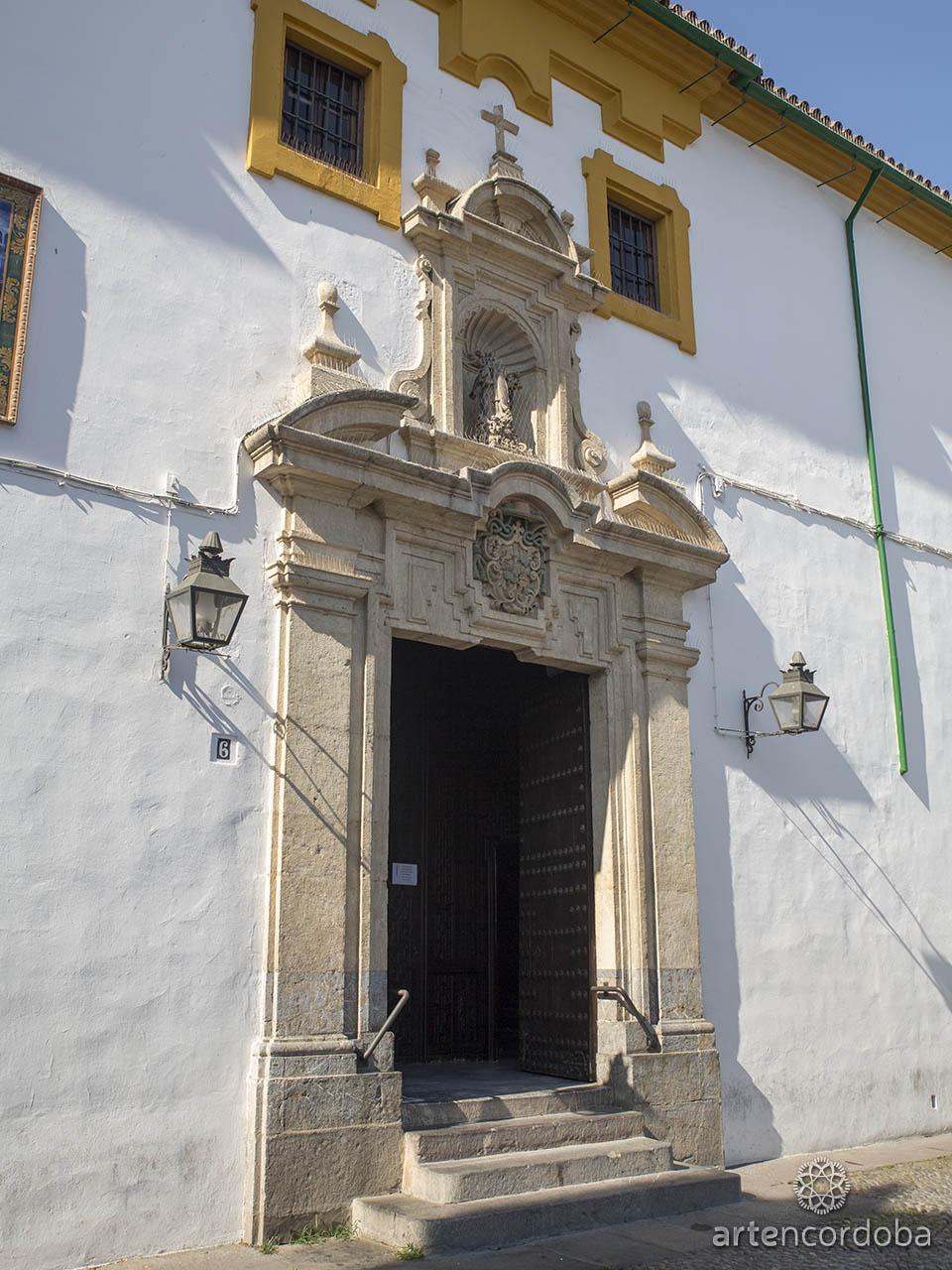 Portada de la iglesia de los Dolores en la Plaza de Capuchinos, Córdoba