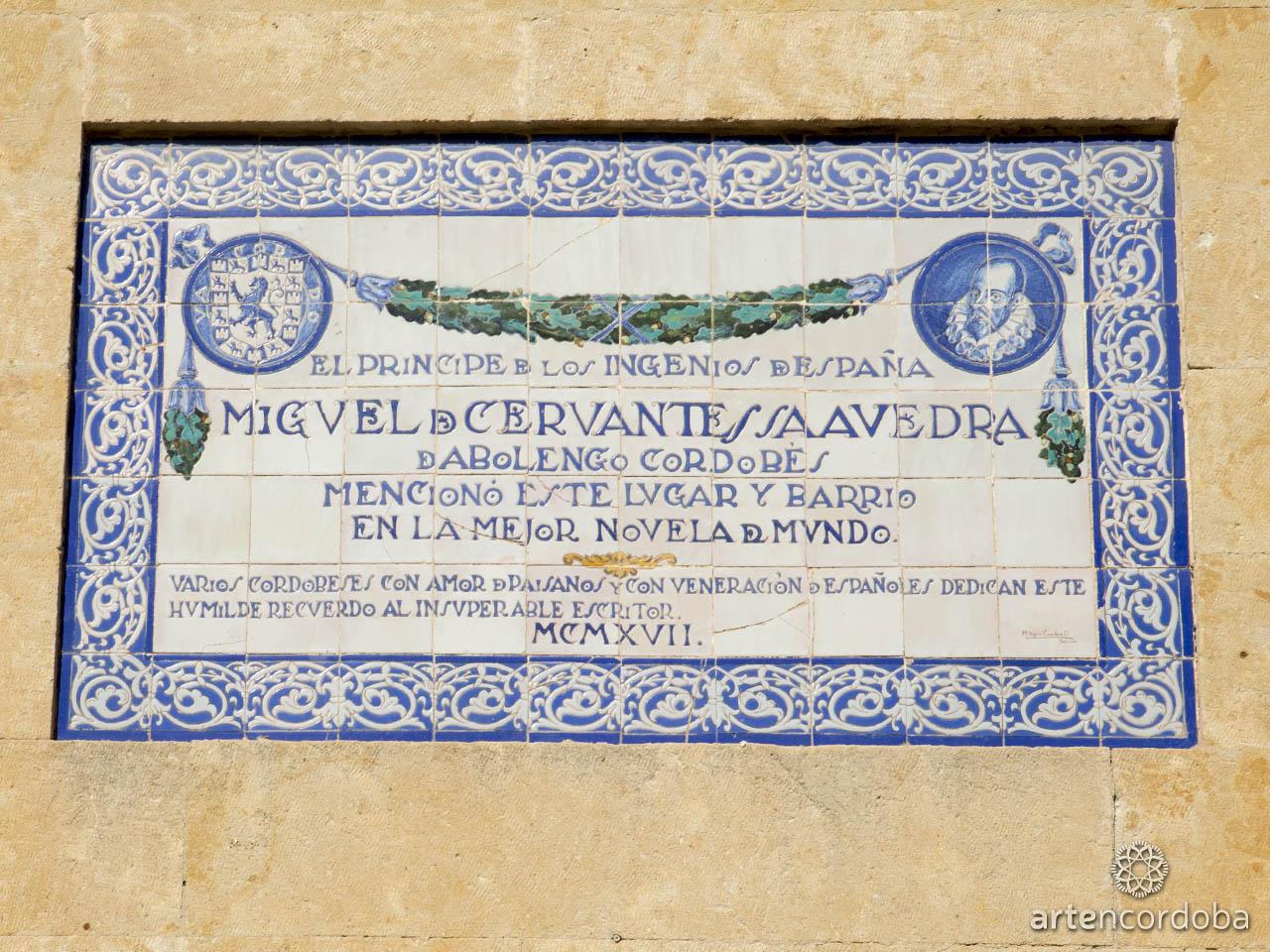 Placa conmemorativa a Miguel de Cervantes en la Plaza del Potro de Córdoba