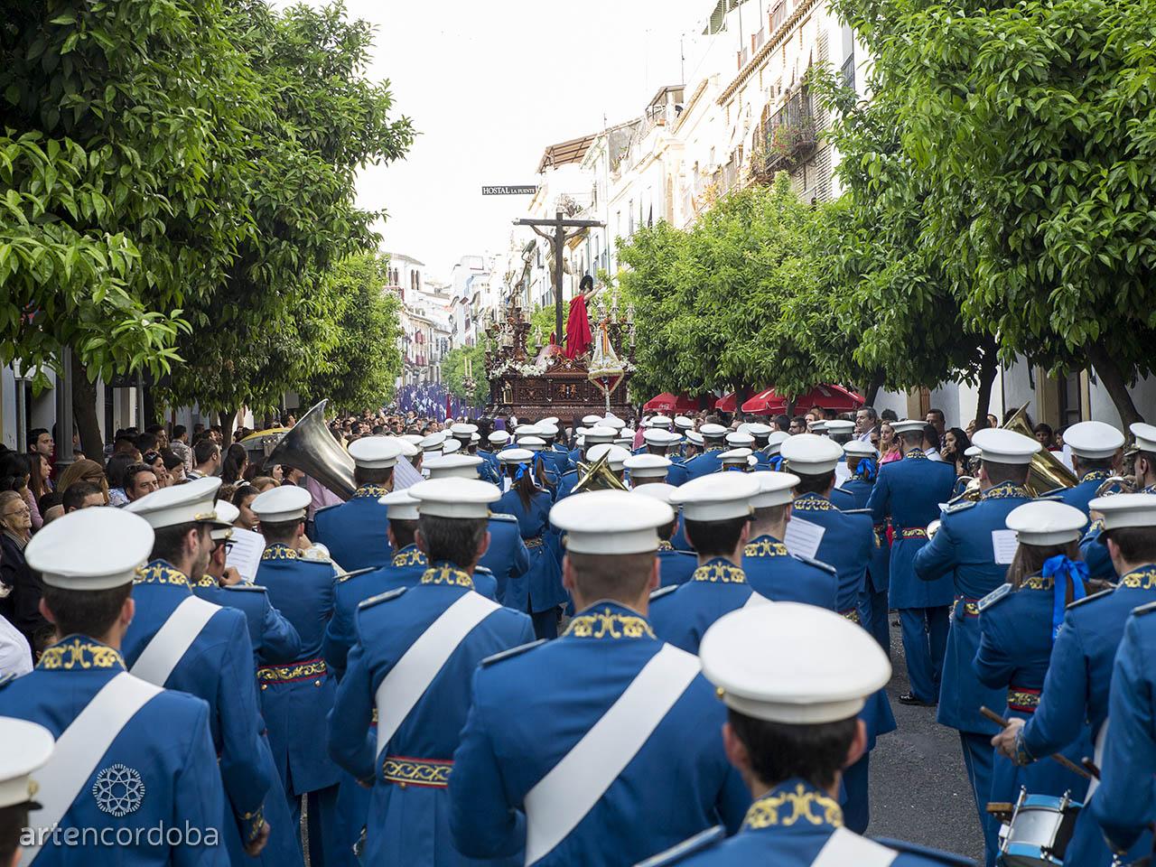 El Santísimo Cristo de la Agonía es acompañado por la banda de música de su hermandad - Semana Santa de Córdoba
