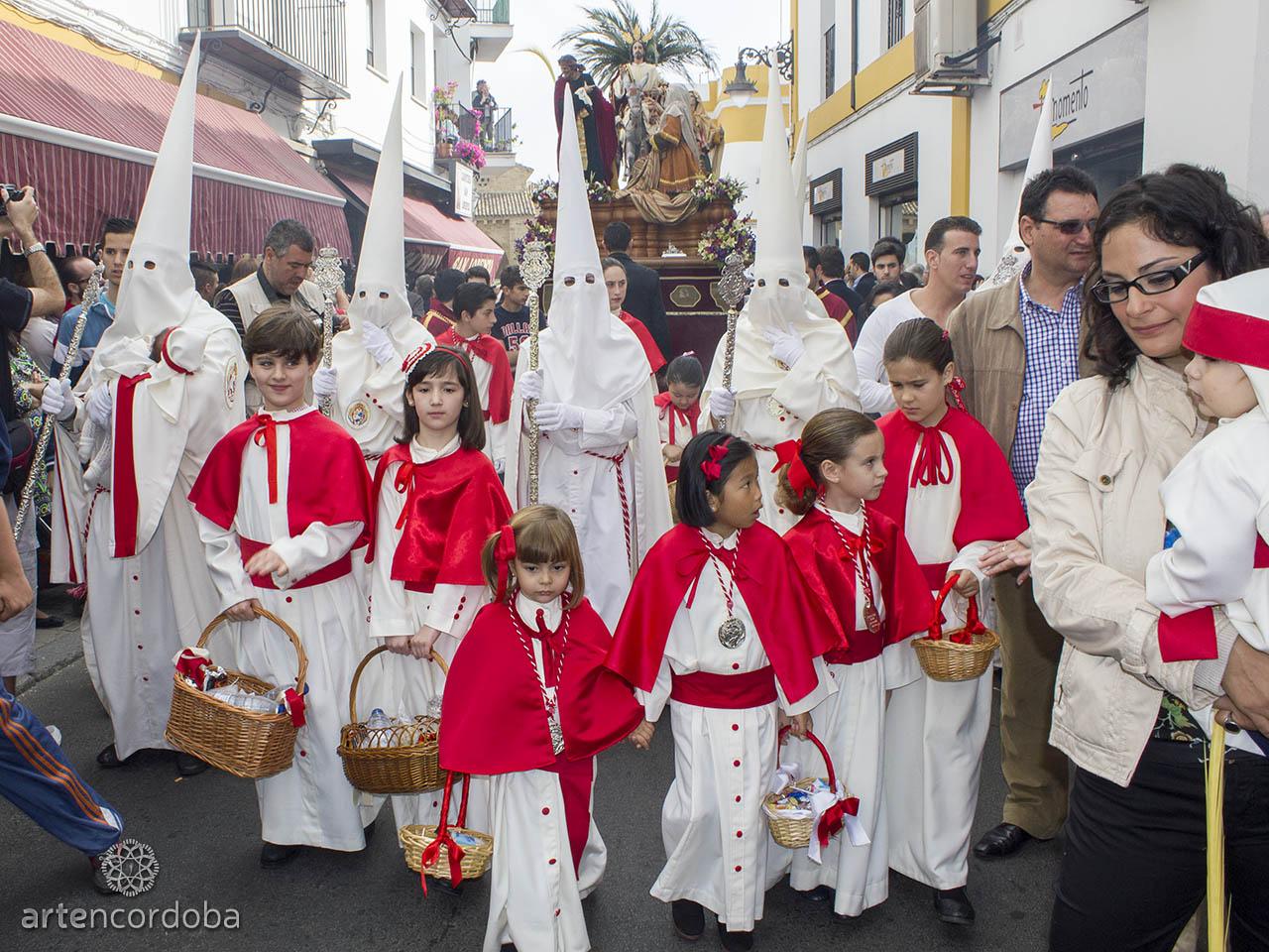 Esclavinas de la Hermandad de la Entrada Triunfal (Borriquita) en Córdoba